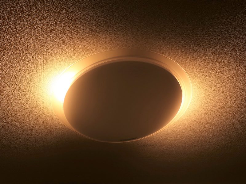 ほのかな明かりも演出でき映画を見るのにも最適なシーリングライト